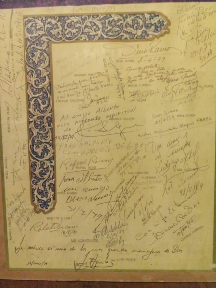Firmas dedicadas a mi padre Alberto Fares en su trabajo en una editorial musical