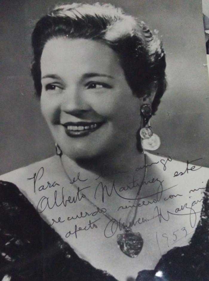 Fotografía dedicada de Azucena Maizani, enorme cantante de tango argentina, dedicada a mi tío abuelo, Alberto Laureano Martinez