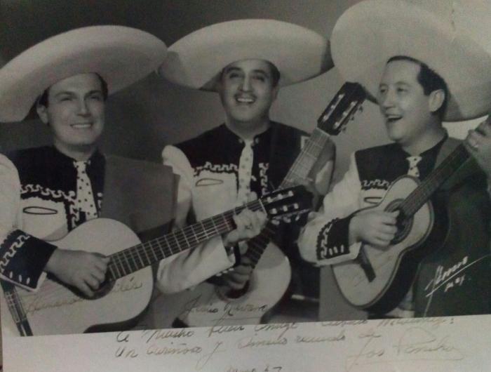 Fotografía dedicada del trío Los Panchos a mi tío abuelo Alberto Laureano Martínez