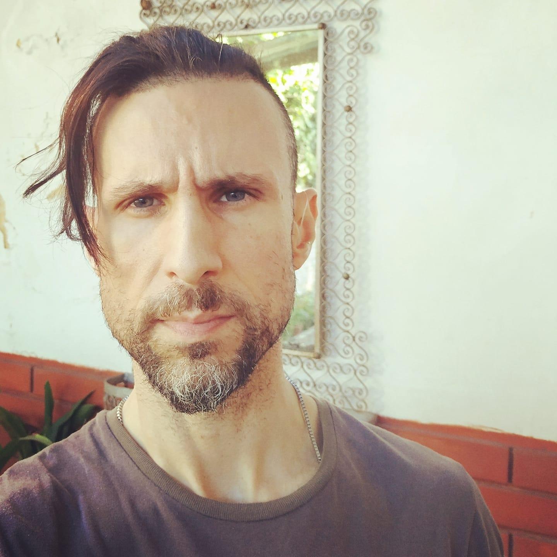 Adrián Gastón Fares. Escritor, guionista y director de cine.